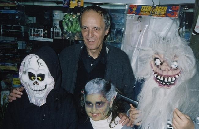 Dario Argento con tre fans